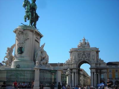 Con unas fachadas que se caen a cachos Lisboa es una ciudad señorial